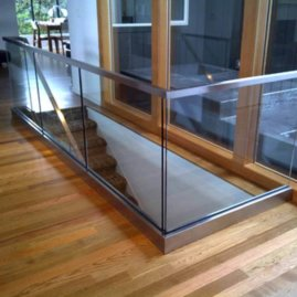 Solid aluminum groove for glass railings